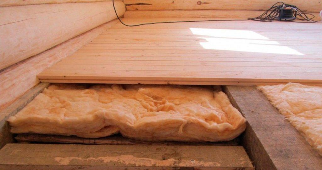 Утепление потолков в деревянном доме